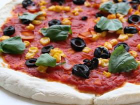 トマトソースのピザ