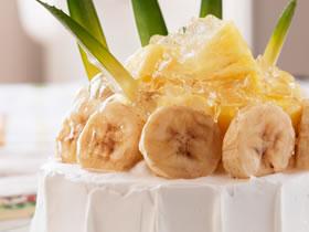 パイナップルとバナナのデコレーションケーキ